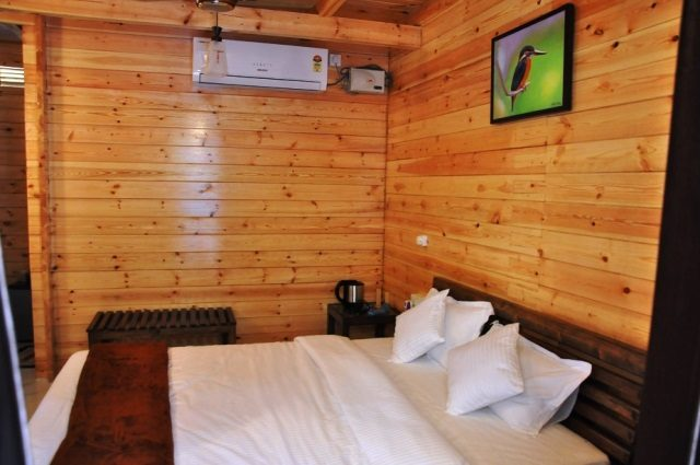 deluxe hut 2