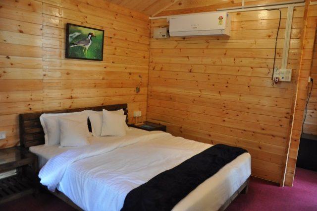 deluxe hut 4